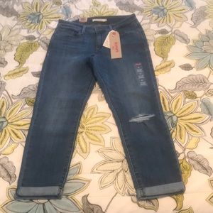 NWT Levi's Mid Rise Skinny Cropped Size 27 CUTE!!!